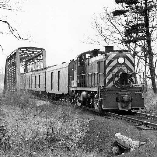 El juego de las imagenes-http://www.trainweb.org/dhvm/images/dhrr_diesel/ALCO_RS-3/Brian-Clough/4036-01.jpg