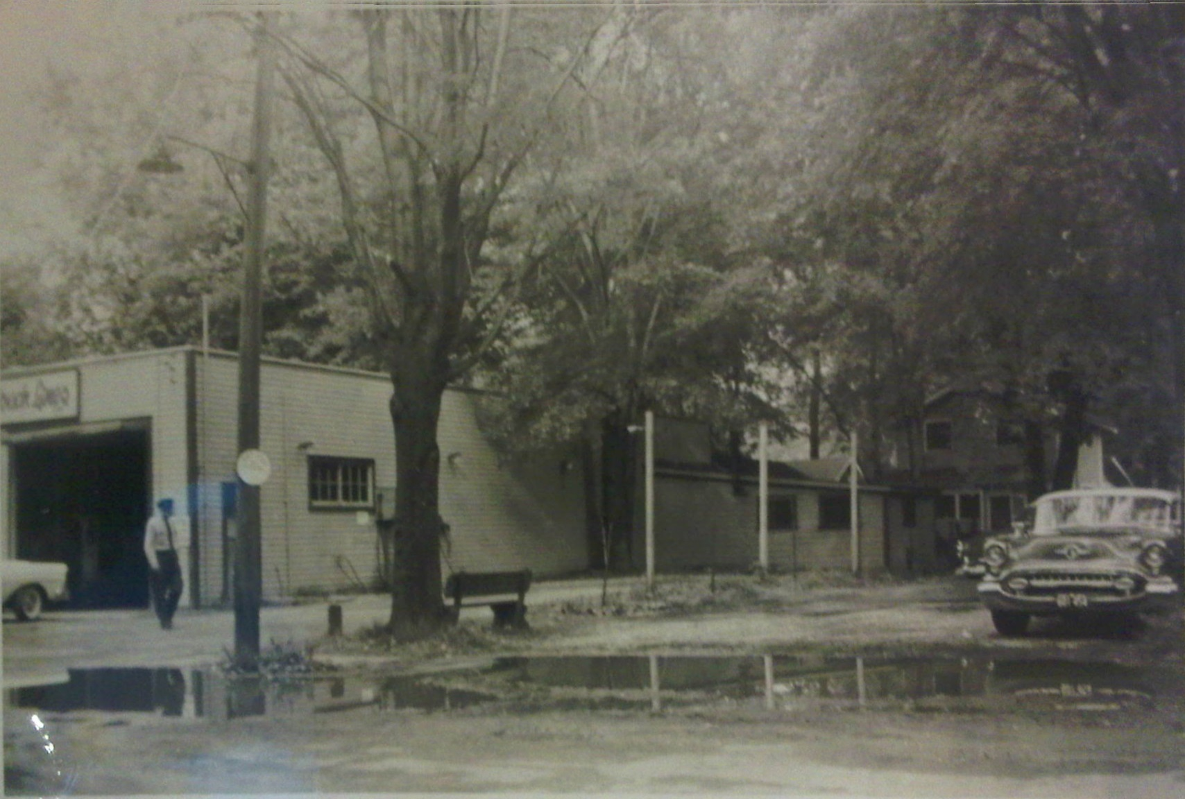 Side view of the ccl bay beach garage summer 1959 for Due bay garage