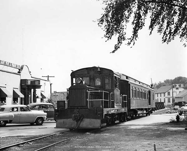 Thousand Islands Ry 500 with wooden combine 200, a typical passenger train, 1948.