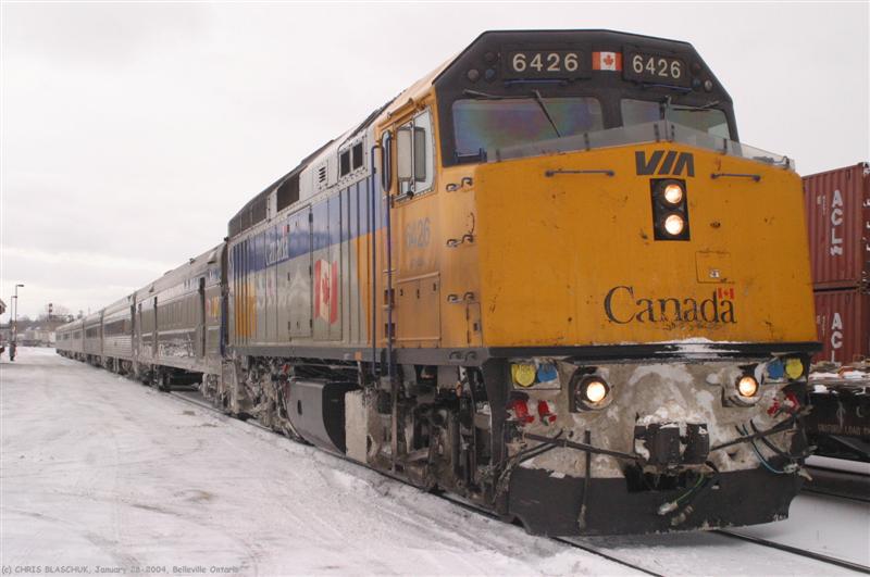 El juego de las imagenes-http://www.trainweb.org/southernontario/VIA/f40ph-2/via6426-12%20(Medium).JPG