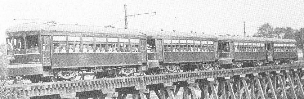 All 4 Niles cars on the Thames River Bridge