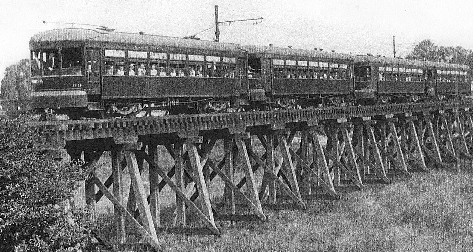 L&LE Niles cars on Thames River Trestle in London, ON