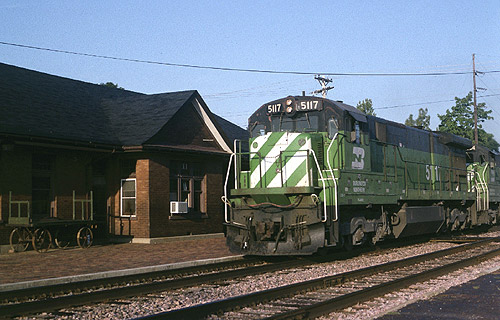 Shottenkirk Mount Pleasant Iowa >> Burlington Northern C30-7 5117 at Mt. Pleasant Station ...